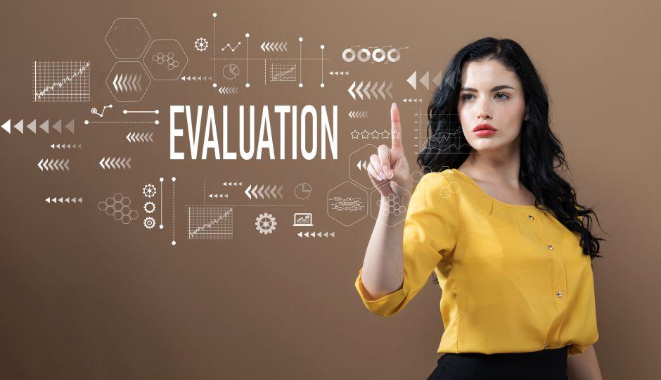 営業担当者はどのように評価されるべきか?よくある2つの手法とそれぞれの問題点